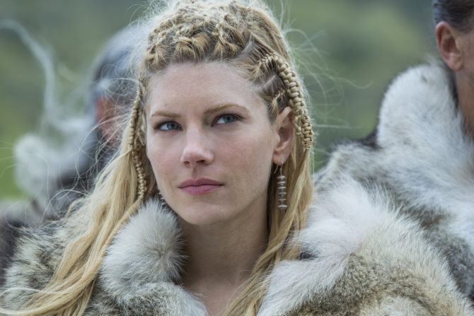 katheryn-winnick-stars-as-lagertha-in-seaosn-4-of-history-channels-vikings-670x447